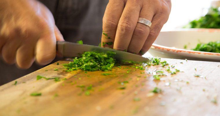 Mehr Platz zum Schneiden in der Küche schaffen